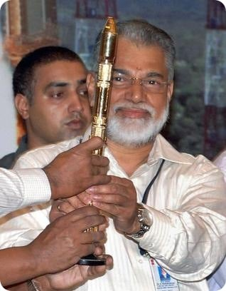K.Radhakrishan Celebrating after PSLV - c15's Successful launch